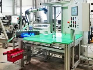 Otočný stůl s kolaborativním robotem - Federal Mogul 2