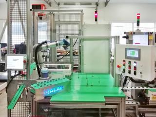 Otočný stůl s kolaborativním robotem - Federal Mogul 3